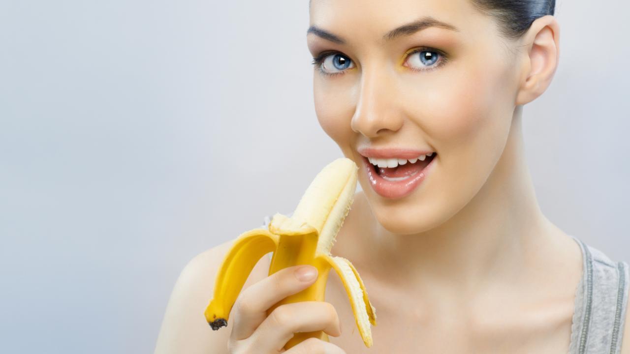 Фото девушки и бананы 23 фотография